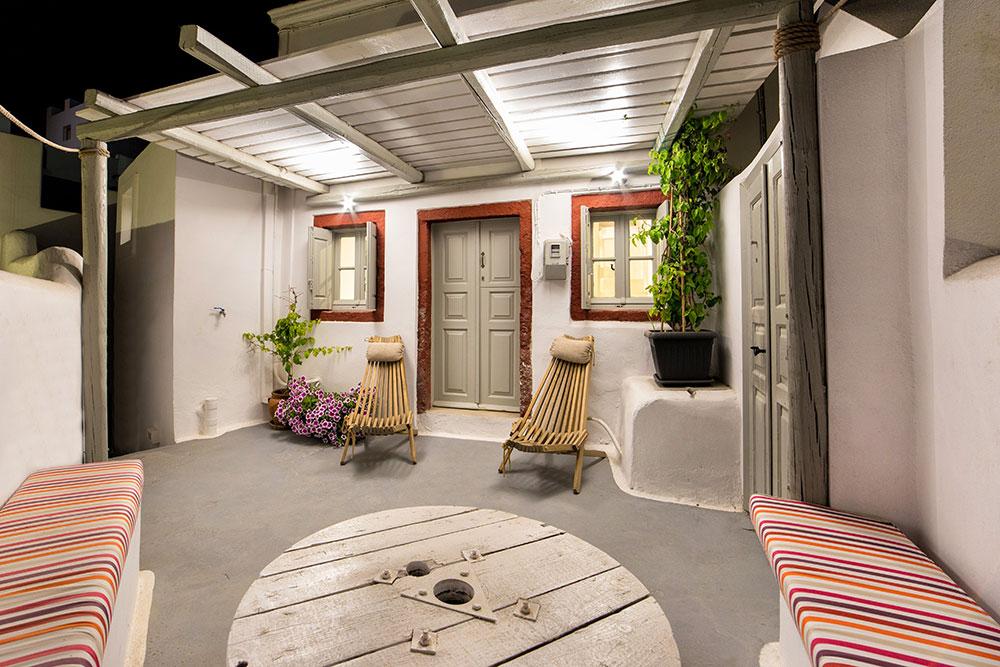 Hidden Little Villa in Santorini
