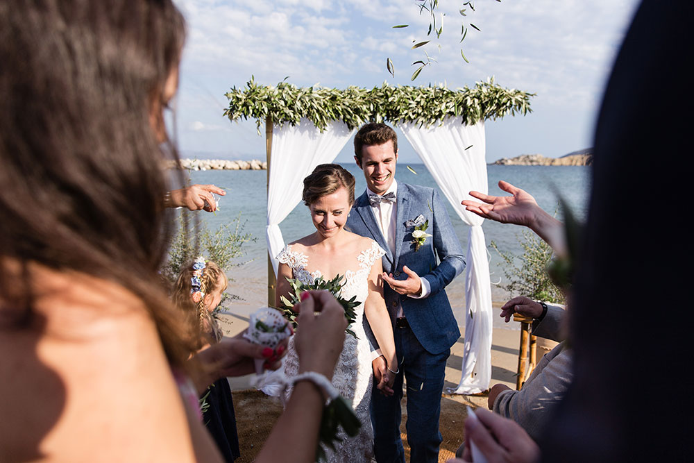 Intimate symbolic wedding in Paros